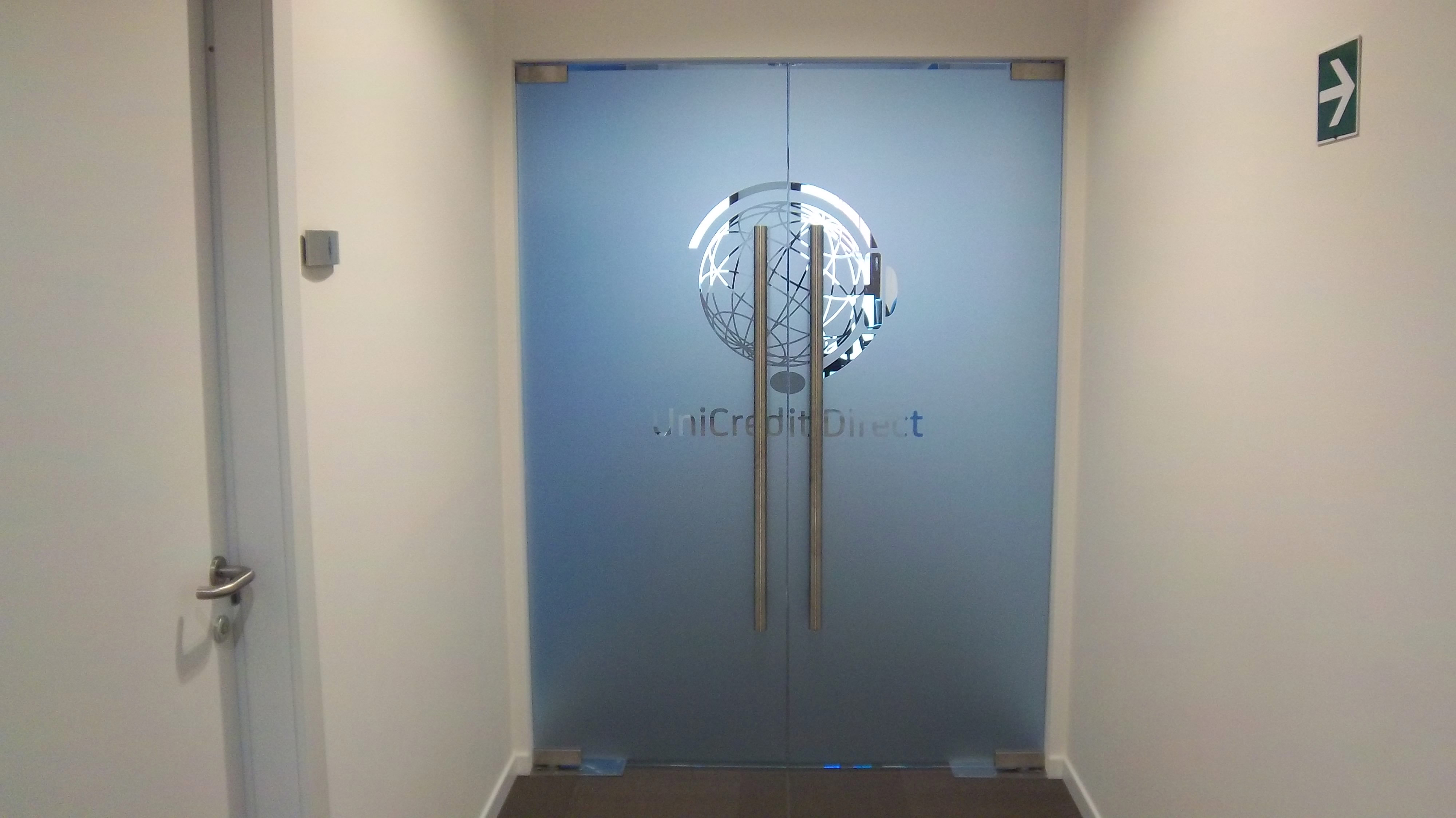 decorazione porta in vetro unicredit sericart2