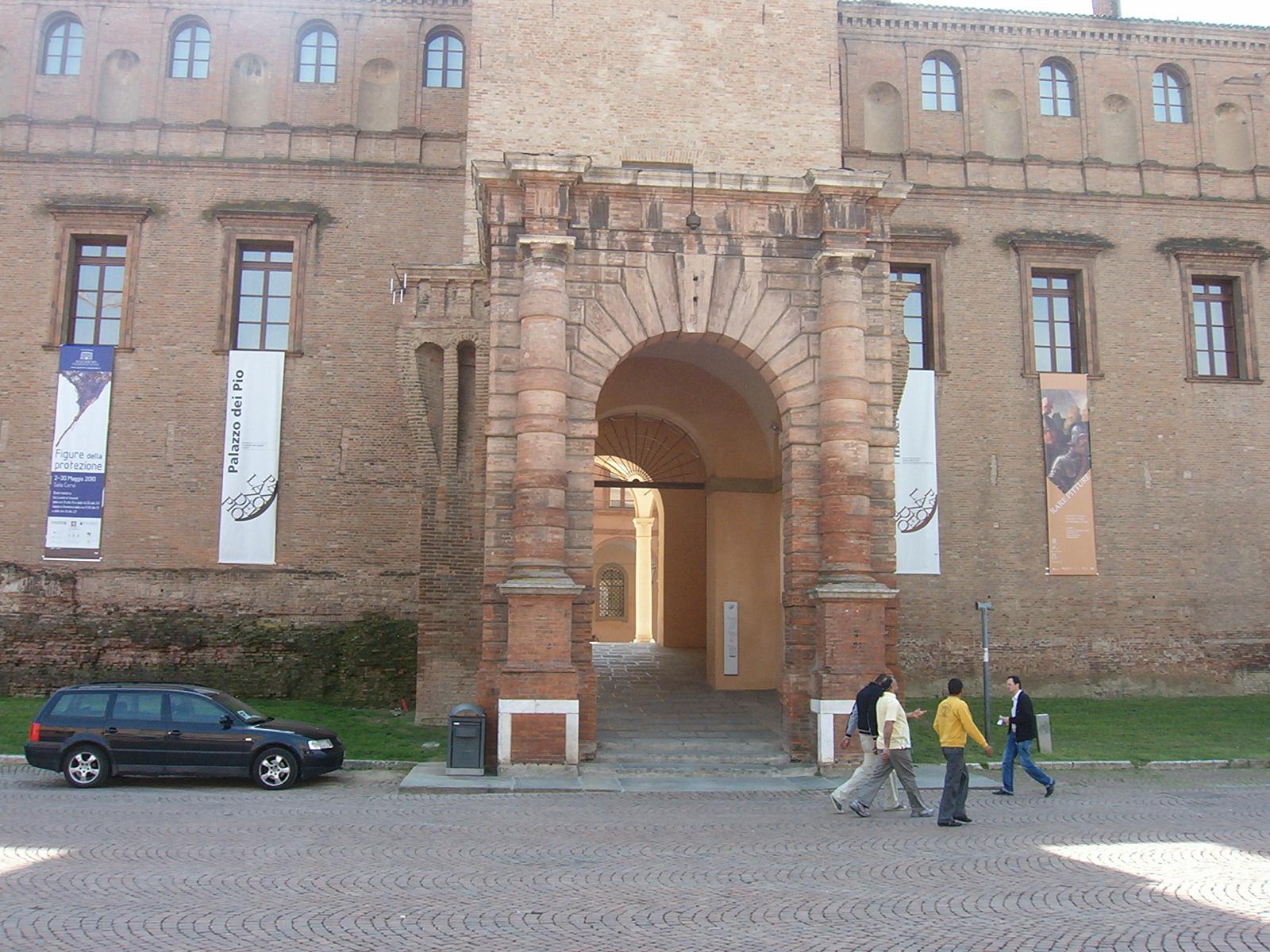 striscione pubblicitario roll up per esterni finestre palazzo del Pio sericart2
