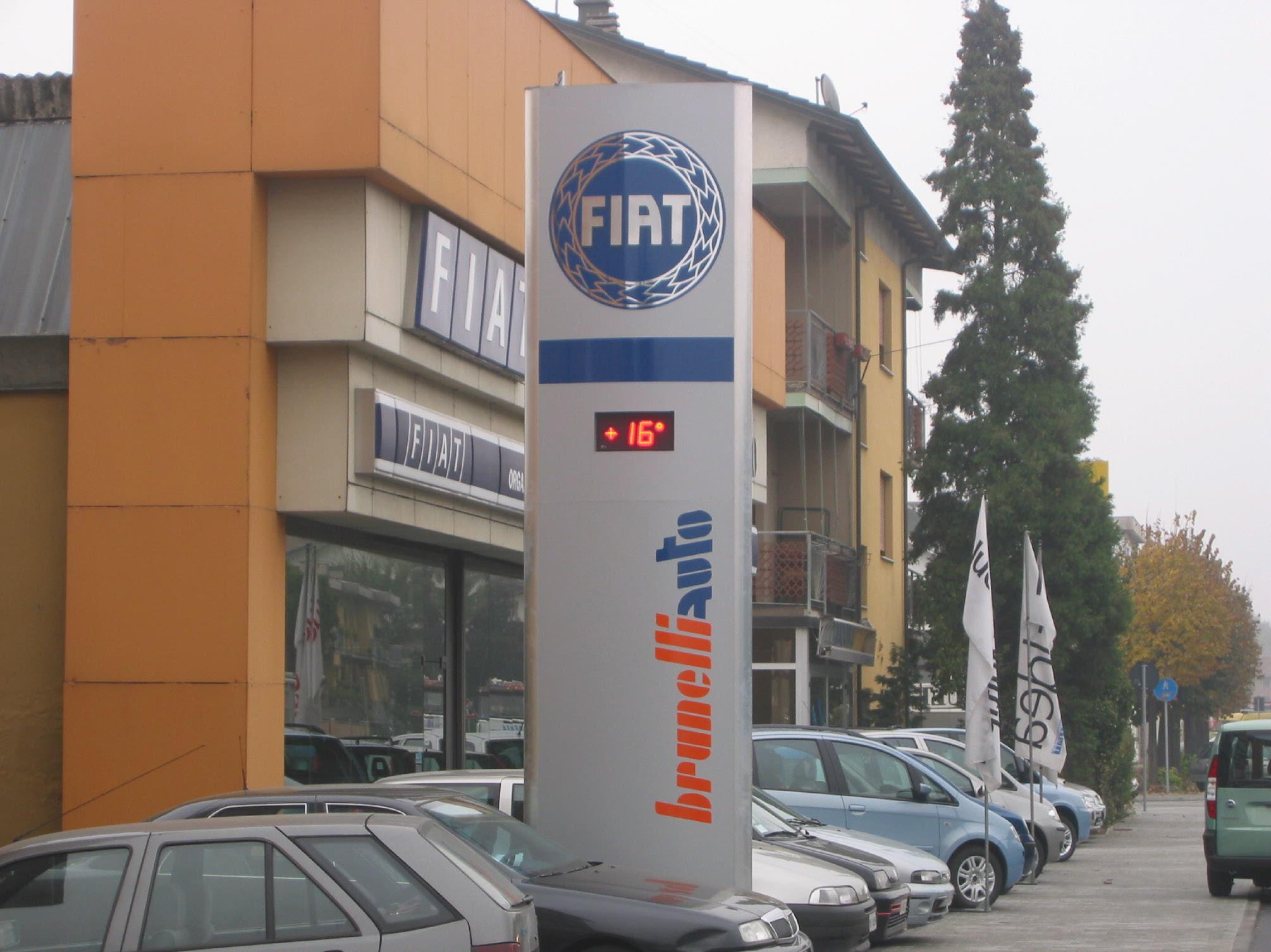 totem pubblicitario insegna fiat con termometro esterno sericart2